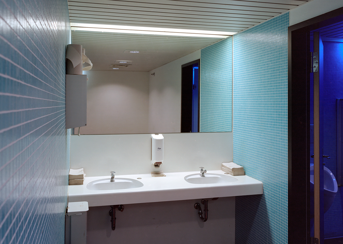 David Blackmore: Toiletten, Museum Ludwig, Köln, Deutschland from Detox, 2006